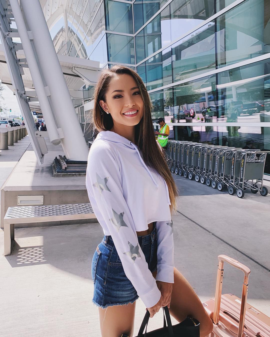 casual airport outfit sweater and jeans