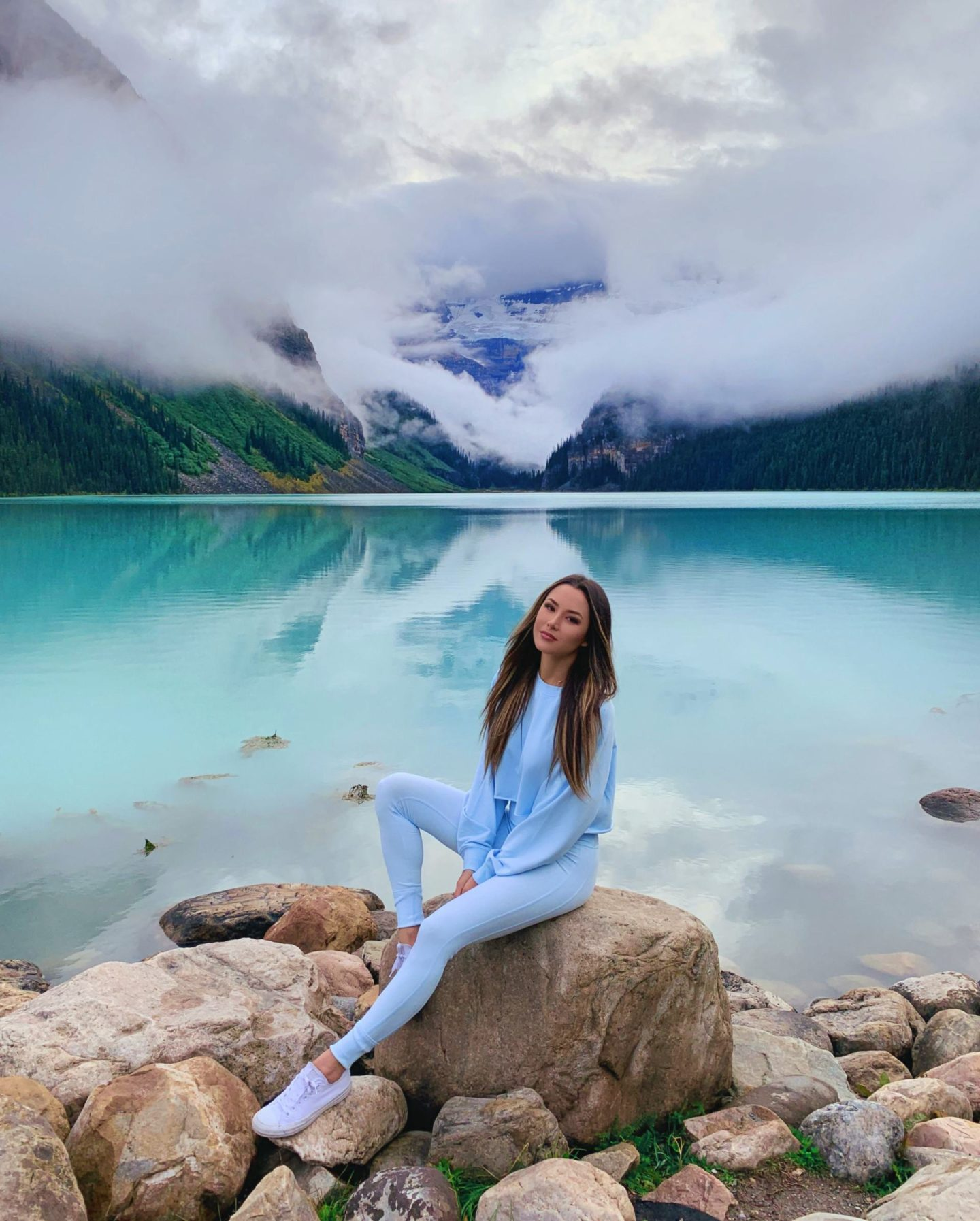 Lake Louise and Banff travel guide outfits hapatime