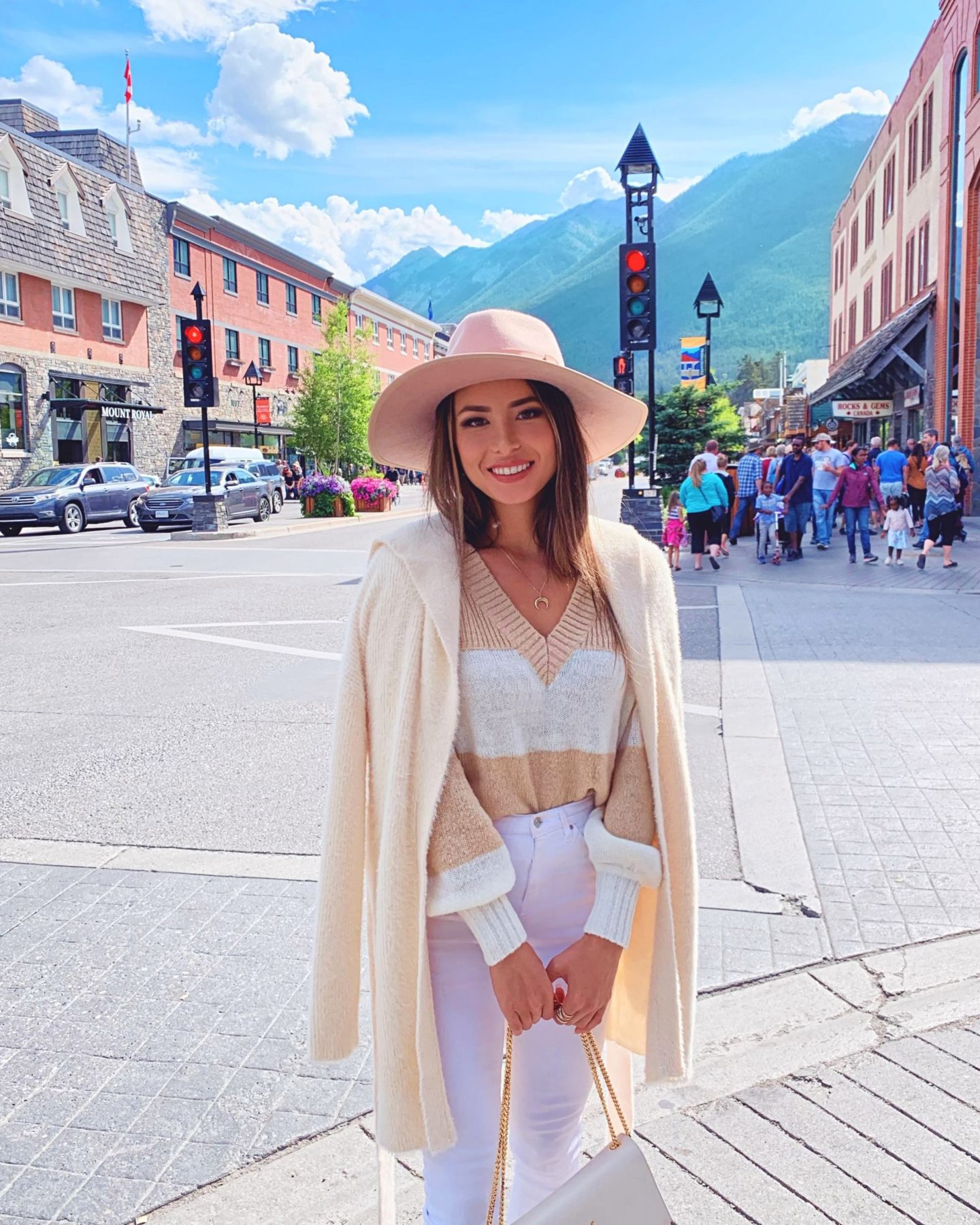 Lake Louise and Banff travel guide in the fall outfits hapatime