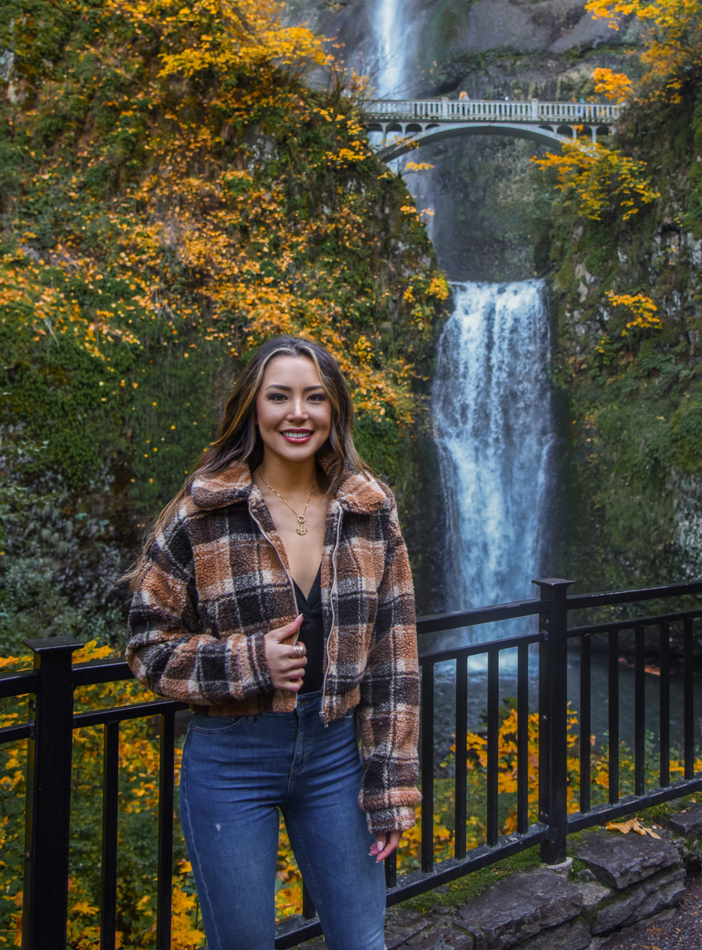 multonomah falls, oregon, travel, denim, booties, sam edelman, tiger mist, plaid, fall outfit, fashion, fall fashion, casual fall look